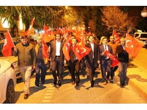 Bayramiç'te 2 bin kişiyle Cumhuriyet yürüyüşü