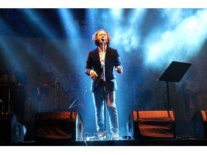 Kocaeli'de Cumhuriyet coşkusu Fettah Can konseriyle renklendi