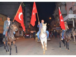 Karacasu'da atlı fener alayı