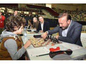 """Başkan Doğan'dan Ailelere, """"Çocuklarınıza satranç öğretin"""" çağrısı"""