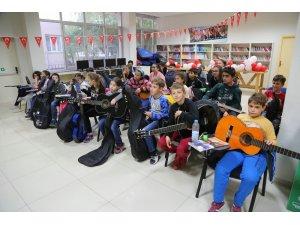 Odunpazarı Belediyesi'nden çocuklara gitar eğitimi