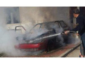 Siirt'te park halindeki araç alev aldı