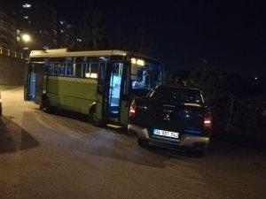 Halk otobüsü ile kamyonet kafa kafaya çarpıştı: 2 yaralı