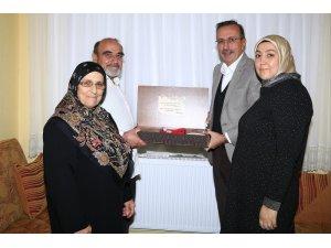 Nevşehir Belediye Başkanı Seçen, yarım asırlık çiftlere ziyaretlerini sürdürüyor