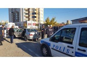 2 otomobil kafa kafaya çarpıştı: 7 yaralı