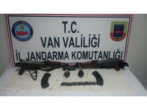 Van'da teröristlerin eylemlerde kullanacağı silah ve mühimmatlar ele geçirildi