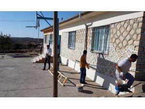 Avcılar, okul onarımı ve öğrencilere yardım için kolları sıvadı