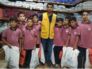İyilikder'den 100 öğrenciye okul kıyafeti