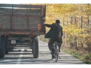 Bisikletli yaşlı adamın tehlikeli yolculuğu