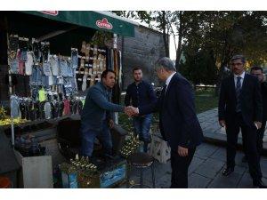 Başkan Çelik, Hunat'taki taksici ve boyacı esnafını ziyaret etti