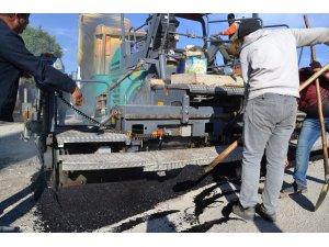 Şuhut'ta sıcak asfalt dökümü dualarla başladı