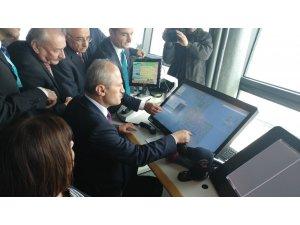 İlk uçuşun kalkış iznini Ulaştırma Bakanı Turhan verdi