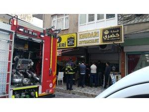 Kuyumcu dükkanında yangın paniğe neden oldu