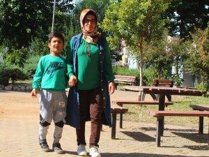Antalya'da servis şoföründen otizmli çocuk ve annesine darp iddiası