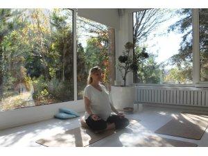 """(Düzeltme) İkiz bekleyen yoga uzmanından """"hamile yogası"""""""