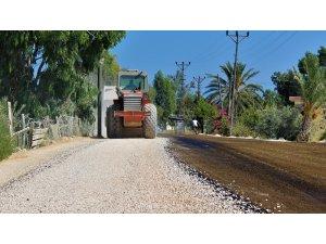Büyükşehir Belediyesi yol çalışmalarını Silifke'de sürdürdü