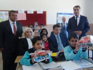 Genel Başkan Algın, Erciş'te çocukları sevindirdi