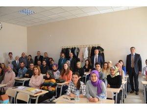 Rektör Levent, öğrencilerle bir araya geldi