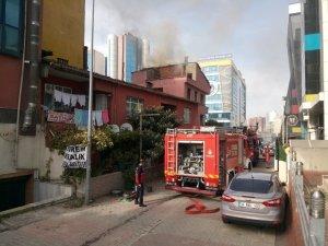 Ataşehir'de tinercinin yaktığı iddia edilen bina itfaiyeyi alarma geçirdi
