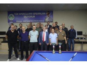 Akyazı'da düzenlenen 29 Ekim bilardo turnuvasında final