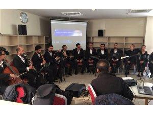 Elazığ'da kütüphanede konser verildi