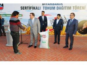 Diyarbakır'da 35 çiftçiye 51 ton sertifikalı tohum dağıtıldı