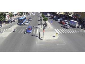 Niğde'de MOBESE kameralarına yansıyan ilginç kazalar
