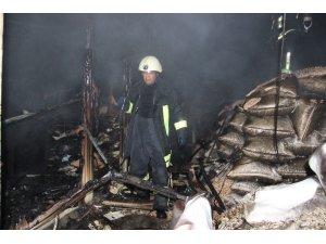 Yangında 90 ton çekirdek ile 12 ton nohut telef oldu