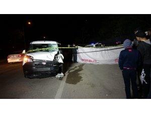 Hafif ticari araçla motosiklet çarpıştı: 2 ölü, 1 yaralı