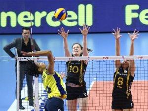 Sultanlar Ligi: Fenerbahçe: 2 - VakıfBank: 3