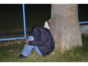 Alkolün etkisiyle ayakta duramayan hırsızlar suçüstü yakalandı