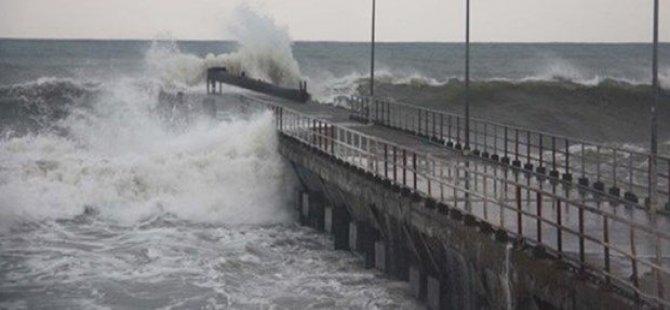 Kuzey Ege'de feribot seferlerine fırtına engeli