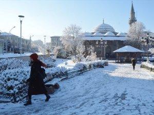 Doğu'da kar esareti başladı
