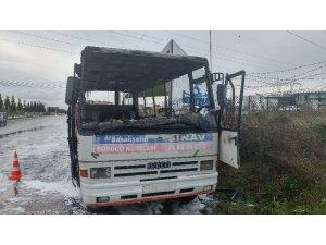 Kursiyerlerin ısınması için kurulan soba, otobüsü yaktı