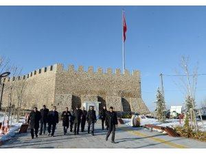 Kale ve civarı Erzurum'un Sultanahmet Meydanı olacak