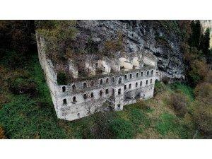 Sümela'dan daha önce inşa edildi ama onun kadar bilinmiyor