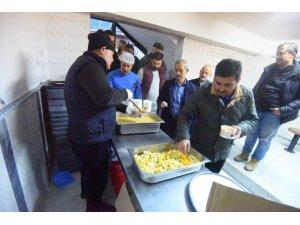 Kemalpaşa'da sabah namazı sonrası çorba ikramı