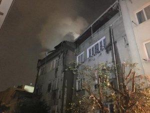 Beyoğlu'nda 5 katlı binada yangın çıktı