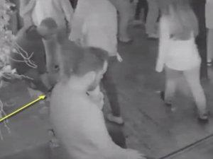 Gece kulübünde dans ederek çanta çaldı