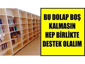 Öğrenciler kütüphaneleri için kitap arıyor