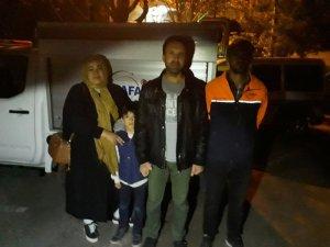 Dağda mahsur kalan aileyi 6 saat sonra AFAD ekipleri kurtardı