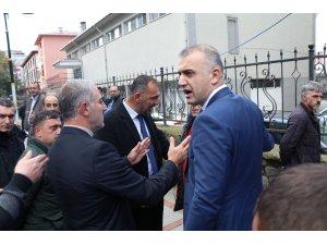 Rize'de dolmuş durağı başkanı belediye çalışanı tarafından silahla ayağından vuruldu, ortalık karıştı