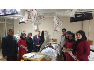 Öğrenciler hastaların kandilini kutladı