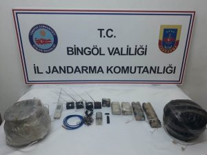 Bingöl'de 2 adet patlayıcı ve düzenekleri ele geçirildi