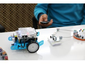 Köy okulunda robotik kodlama sınıfı