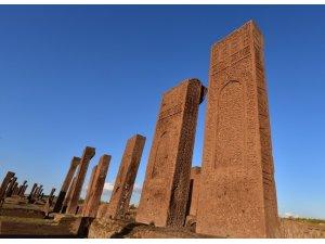 Ahlat'taki tarihi yapılar karekod ile tanıtılacak