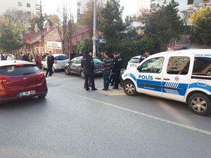 Başkent'te kırtasiyecide bıçaklı kavga: 2 yaralı