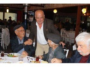 Başkan Karaçelik'ten emekli öğretmenlere anlamlı jest