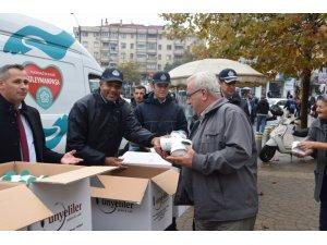Mevlid Kandili'nde 2 bin kutu kandil simidi dağıtıldı