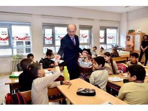 Başkan Hasan Suver, çocuklara diş sağlığının önemini anlattı
